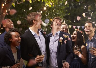 gay couple celebrating wedding with party in PUCRKDR 400x284 - Trouwen in Paterswolde