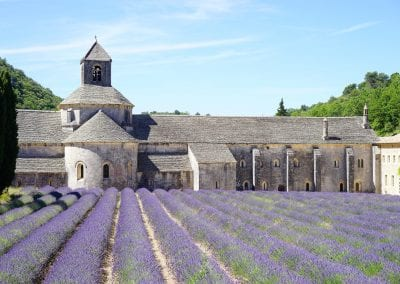 abbaye de senanque 1595627 1920 400x284 - Trouwen in het buitenland